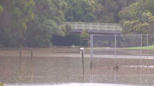 Roads and parks are inundated at Mudgeeraba on the Gold Coast (9NEWS)