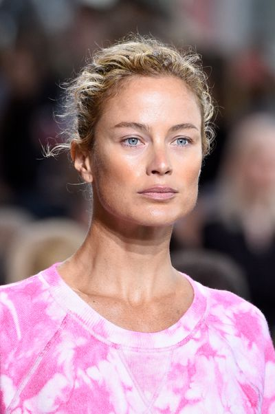 Model Carolyn Murphy lets her natural beauty shine.