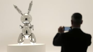 190516 Jeff Koons Rabbit sculpture US art auction record News World