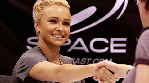 Hayden Panettiere charges $30 an autograph