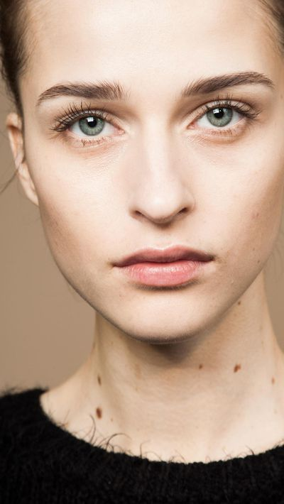 <p>Facial wipes have come a long way in recent years. Nowadays, these hardworking wipes and pads not only remove make-up but cleanse skin, exfoliate and help protect against premature ageing. Here are 14 facial wipes we'll swipe right to. &nbsp;</p>