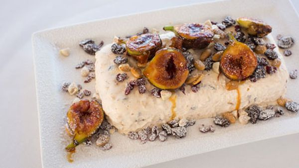 Christmas pudding ice-cream with caramelised fresh figs