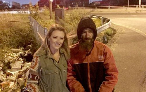 Kate and Johnny at the side of the road where she broke down in Philadelphia. Picture: GoFundMe