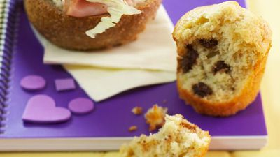"Recipe:&nbsp;<a href=""http://kitchen.nine.com.au/2016/05/17/13/12/back-to-school-lunchtime-winners-mini-choc-chip-banana-breads"" target=""_top"" draggable=""false"">Mini choc chip banana breads</a>"