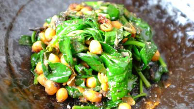Bar Lourinha's spiced chickpeas and spinach