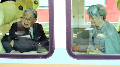 Japan's Emperor Akihito and Empress Michiko leave for Tokyo after paying a last visit to Ise Shrine earlier this month.