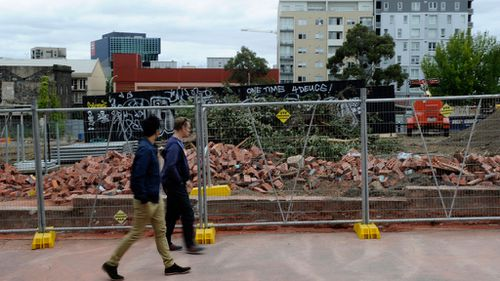 The wall collapsed on Swanston Street in Melbourne. (AAP)