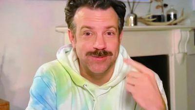 Jason Sudeikis' tie-dye loungewear