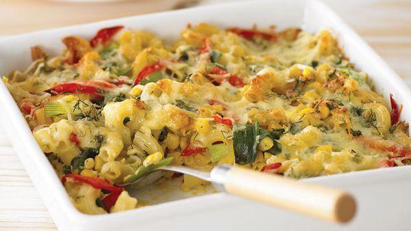 Pasta, corn and capsicum bake