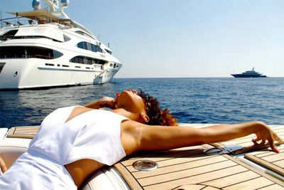 "Rihanna shares pics of her vacation sailing around the coast of Italy.<br/><br/>""Look at me now!!! Im gettin paper!!!!!"""