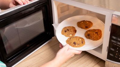 Yes, you can make cookies in the microwave