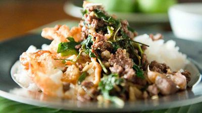 "<a href=""http://kitchen.nine.com.au/2016/08/28/20/24/david-thompsons-stirfried-beef-chillies-and-holy-basil"" target=""_top"">David Thompson's neua pat bai grapao (stir-fried beef, chillies and holy basil)</a>"