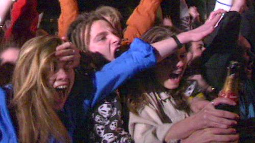 ... and then instantly erupted into fanatic celebrations as Sydney was declared host city. (9NEWS)