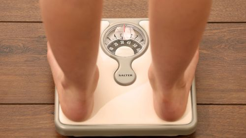 Rapid weight-loss more effective for those watching the scales. (AAP)