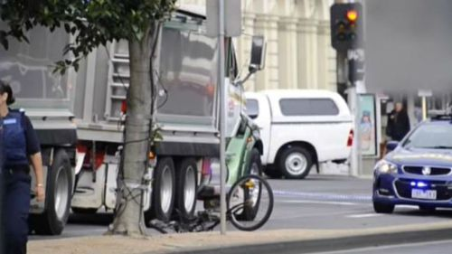 Cyclist dies in hospital after being hit by truck in Geelong