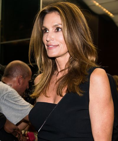 """<a href=""""https://www.instagram.com/cindycrawford/"""" target=""""_blank"""">Cindy</a> loves the Luna too and hello – glow!"""