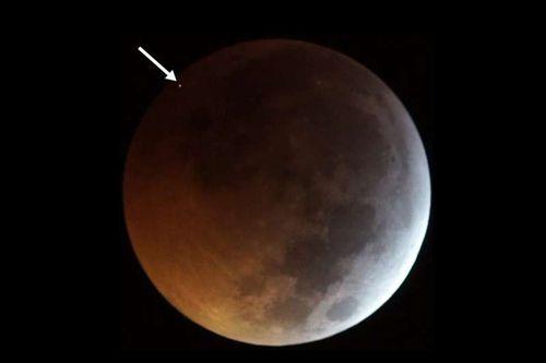 The meteorite caused a flash. Jose M. Madiedo