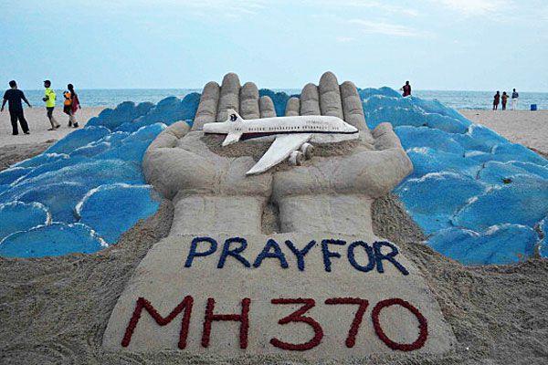 Pray for MH370 beach sculpture
