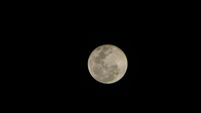 The supermoon effect is produced when a full moon phase occurs at the same time the moon is closest to the Earth; a moment called a perigee. Click through to see pictures of the amazing phenomenon. (Supplied: Robert Hogan)