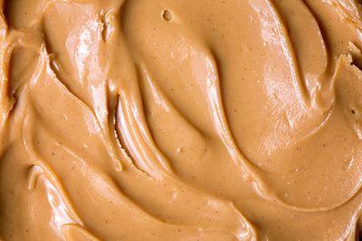 Peanut butter (28g protein/100g)