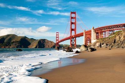 <strong>9. Golden Gate Bridge – San Francisco, USA</strong>