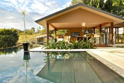 "<strong>#1 <a href=""https://www.airbnb.com/rooms/542191"" target=""_top"" draggable=""false"">Luxury Gold Coast Hinterland Villa</a> - Gold Coast, Queensland</strong>"