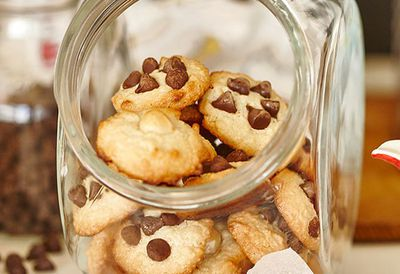 """<a href=""""http://kitchen.nine.com.au/2016/05/05/09/49/quick-mix-macadamia-and-chocolate-chip-cookies"""" target=""""_top"""">Quick mix macadamia and chocolate chip cookies</a>"""