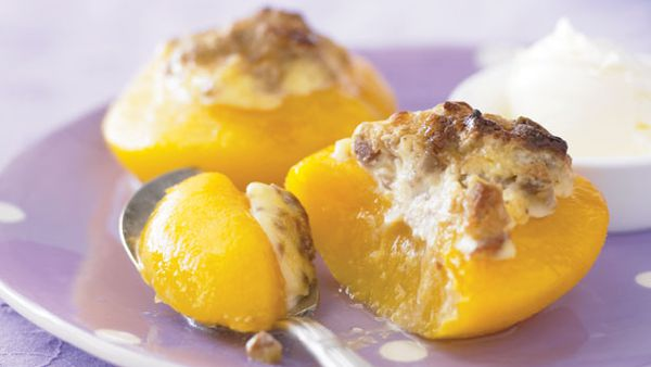 Crunchy pecan peaches