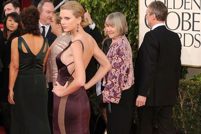 Taylor Swift suffered a slight wardrobe malfunction at the 2013 Golden Globes, after side-flashing a bit of her bra.