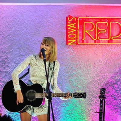 Taylor gave fans an intimate gig at the Yacht Club at Hamilton island in Nova's Red Room.