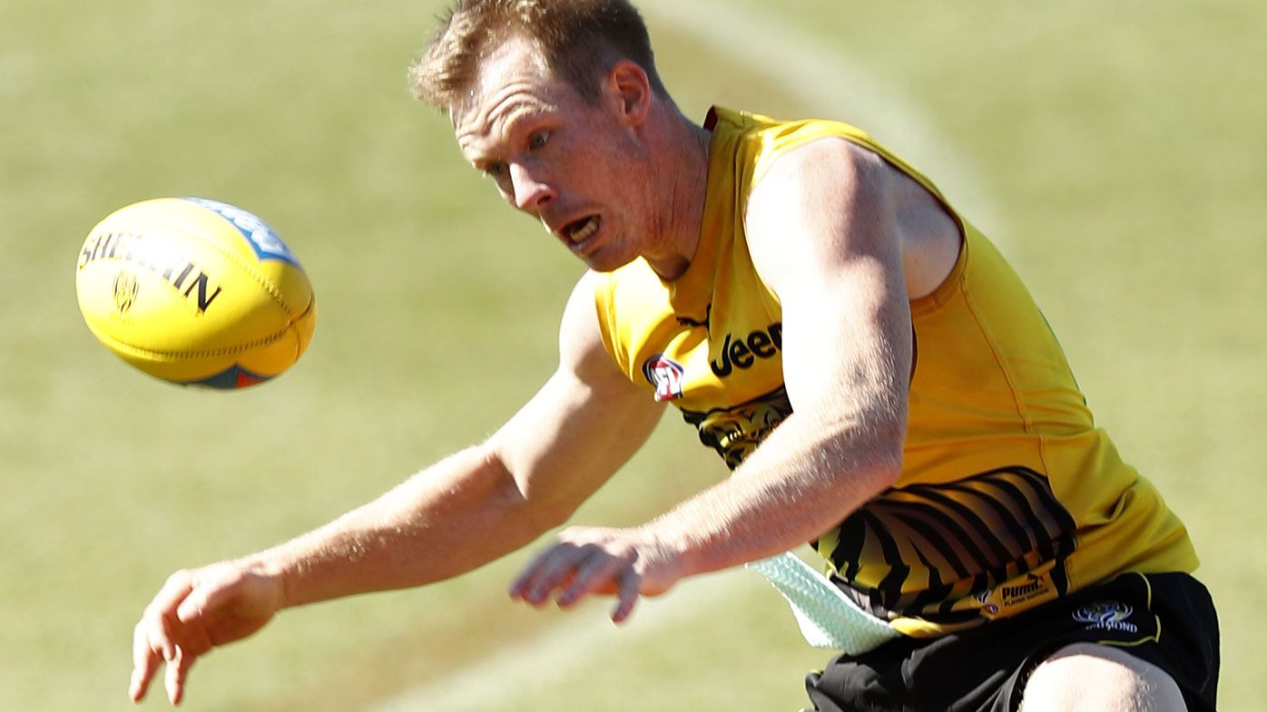 AFL vs AFLPA showdown, with players baulking at 20 per cent pay cut amid virus
