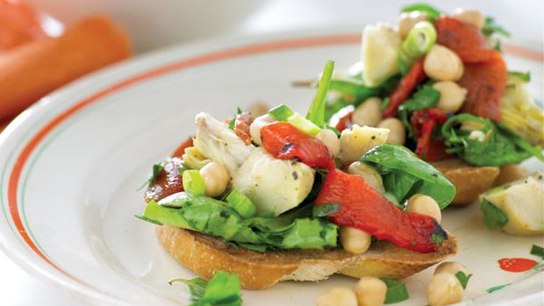 Chickpea artichoke and spinach salad