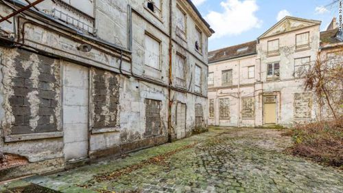 Thirty-year-old corpse found in basement of abandoned Parisian mansion