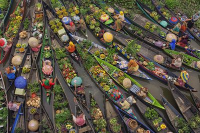 <strong>Third place: Floating market </strong>
