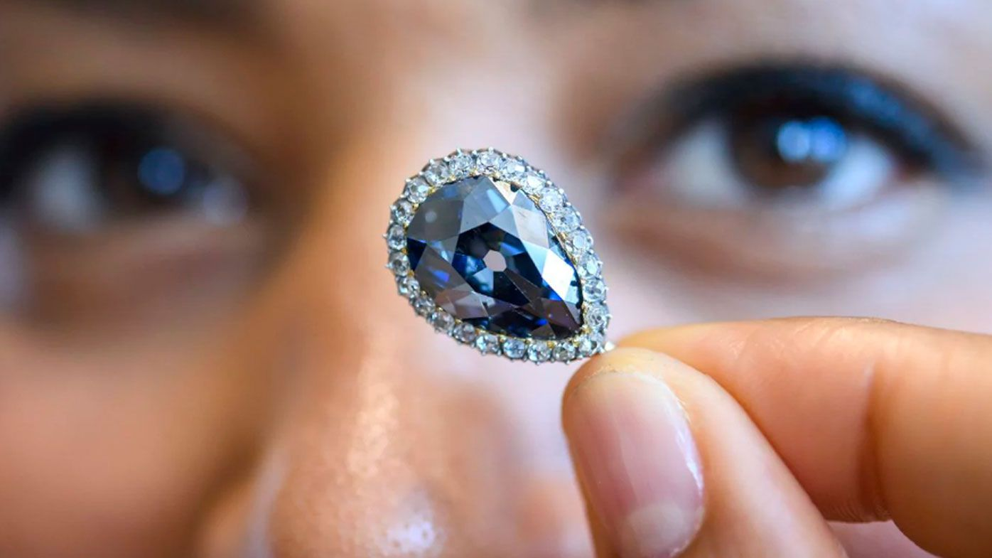 A blue diamond given to Elisabeth Farnese in 1715 has sold for $8.9 million at a Sotheby's auction.
