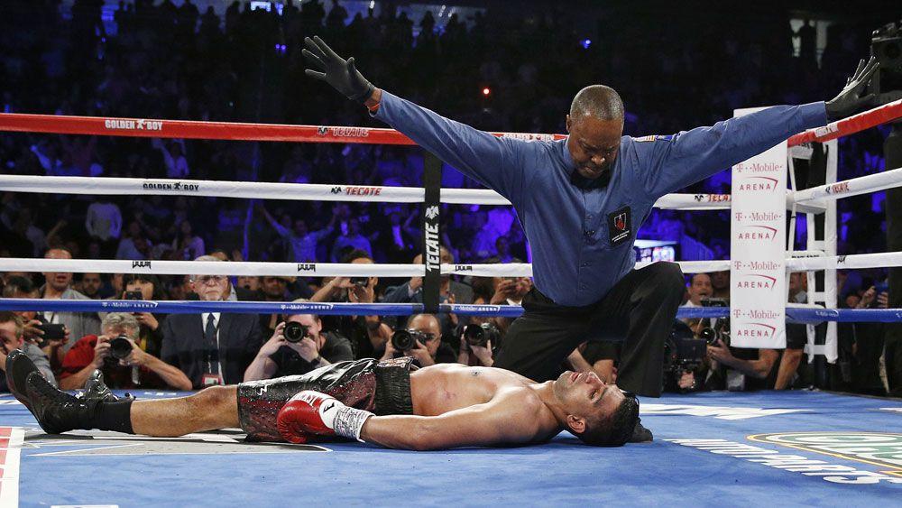 Alvarez stops Khan six rounds
