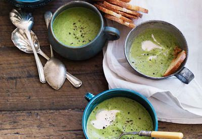 Chilled pea and mint soup with garlic croutons