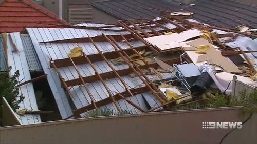 Parts of South Australia have been lashed by a strong wind storm that tore roofs from buildings and brought down trees.