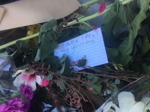 Many in the tight-knit community of Oatley wrote cards offering their sympathies. (9NEWS)
