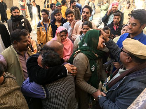 People react after a suicide bomb attack at a Church in Quetta, Pakistan. (AAP)