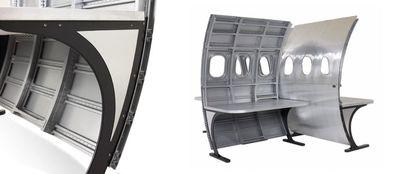 "<strong><a href=""http://www.motoart.com/products/desks/airplane-desks/fuselage-desk"" target=""_blank"" draggable=""false"">Fuselage desk</a></strong>"
