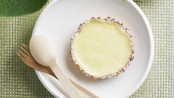 Baked goat's curd and lemon tartlets with blackberry and honey ice-cream