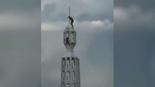 Teens handed caution after scaling 111-metre Sydney tower