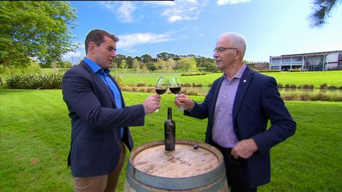 Reporter Charles Croucher shares a glass with Sir George Fistonich. (9NEWS)