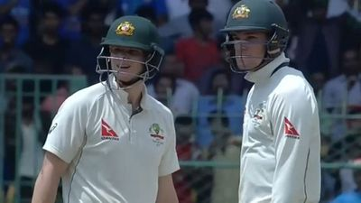 <strong>Steve Smith suffers a 'brain fade'</strong>