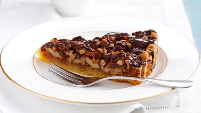 Rum and walnut tart