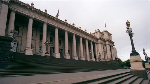 Victoria's Parliament House in Melbourne shut down after worker tests positive to COVID-19