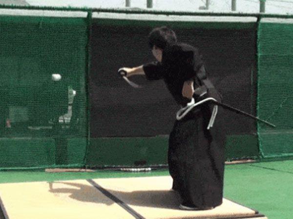 Samurai chops 160km/h baseball in half