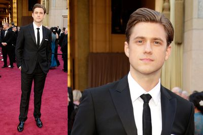 <i>Les Miserable</i> babe Aaron Tveit looking dashing on the red carpet.