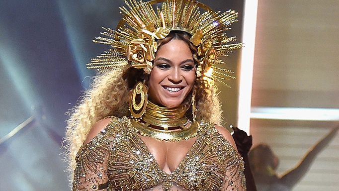 Beyonce performs at the 2017 Grammys